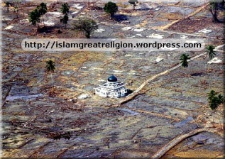 Indonesia Masjid After TSunami attack 2 --- Miracles of Allah!
