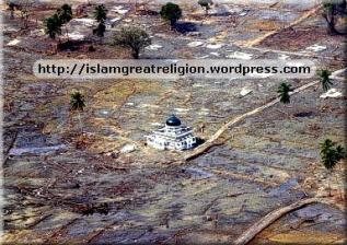 Indonesia Masjid After TSunami attack 2 --- Miracles of Allah!