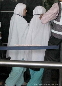 Aamir-Khan-leaves-for-Hajj-2012-pictures-pilgrimage-with-mother-191012121020112208