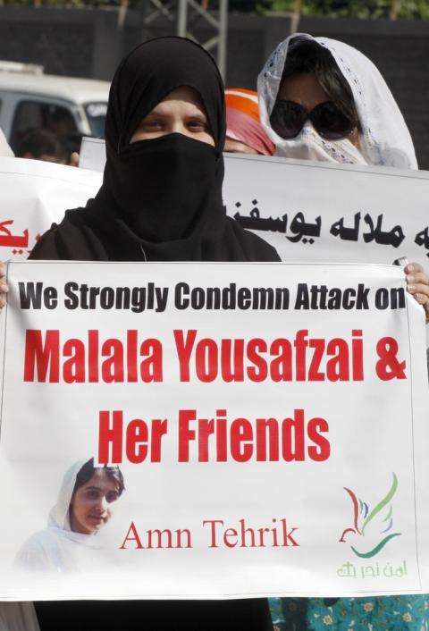 Pakistani protestors rally to condemn the attack on schoolgirl Malala Yousufzai