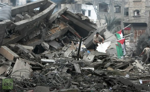 Palestinians inspect the destroyed office building of Hamas Prime Minister Ismail Haniya in Gaza City on November 17, 2012 (AFP Photo / Mahmud Hams)
