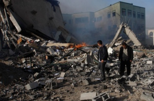 nov-16-2012-aftermath-of-israeli-airstrikes-on-the-civil-administration-building-e28093-gaza-54_4_14_16_11_20125