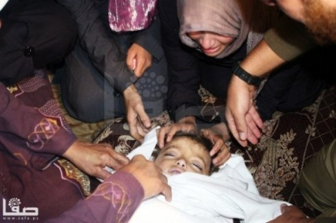 Child martyr - Nov 16 2012 Gaza Under Attack Photo by Safa