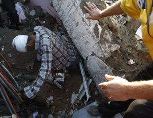 nov-18-2012-gaza-under-attack-by-israel-photo-2012-11-18t060733z_2061927768_gm1e8bi135801_rtrmadp_3_palestinians-israel