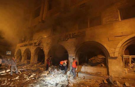 Islamic bank in Gaza devoured by fire after israeli bombardements. Nov 19, 2012