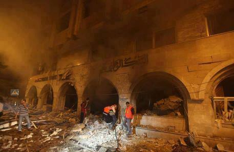 Islamic bank in Gaza devoured by fire after israeli bombardements. Nov 19, 2012