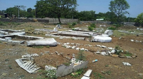 The view of a vandalized graveyard in Pune