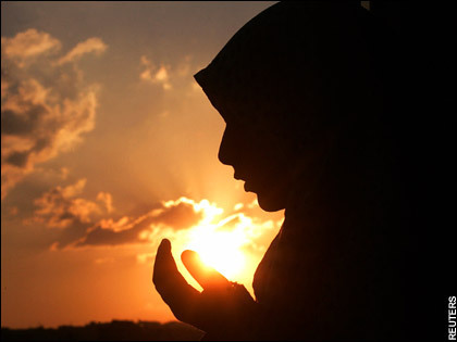 ramadan-women-making-dua