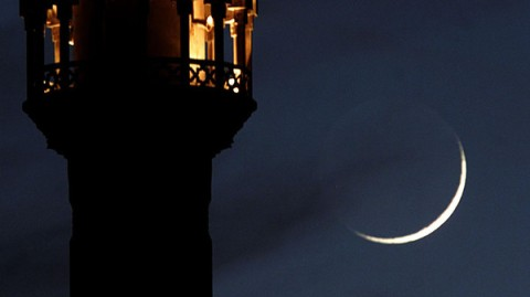 A crescent moon rises close to an illuminated minaret of mosque in Amman December 16, 2001. Moslems ..