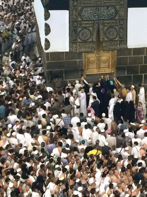 Pilgrims-pray-at-the-door-of-the-Kabaa-inside-the-Grand-Mosque-in-Makkah