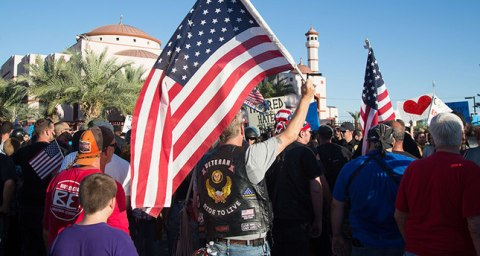 Anti-Islam protesters carrying American flags face off with supporters of an Islamic Community Centre during a demonstration in Phoenix, Arizona on May 29, 2015. Police stepped in to separate anti-Islam protesters outside a US mosque from demonstrators defending religious rights, in a tense but peaceful standoff. AFP PHOTO/ Dave Cruz