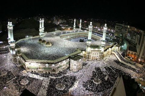 Hundreds-of-thousands-of-Muslims-circle-the-Kaaba-inside-the-Grand-Mosque-during-night-prayer-on-the-Muslim-month-of