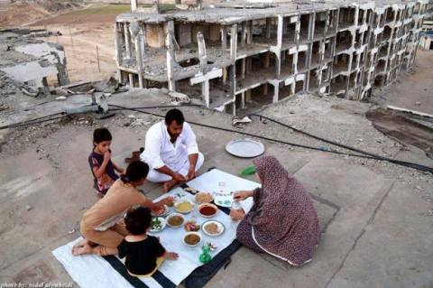 palestinian family iftar in gaza 2015