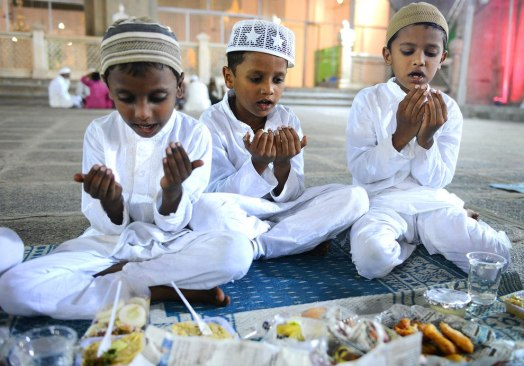 Ramadan-Looks-Like-Around-The-World-9